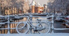 680-bicycles-under-the-snow-amsterdam-channels-650x400.jpg